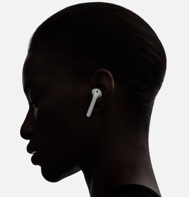 AirPods-woman-image-001